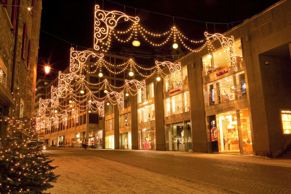Christmas illuminations in the shopping street of Via Serlas in St. Moritz, with fine designer boutiques. ©ENGADIN St. Moritz By-line: swiss-image.ch/Christof Sonderegger