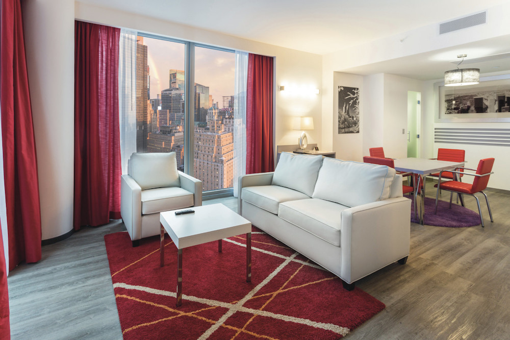 The 28th-floor Presidential Suite atop RIU Plaza New York Times Square ©MRNY